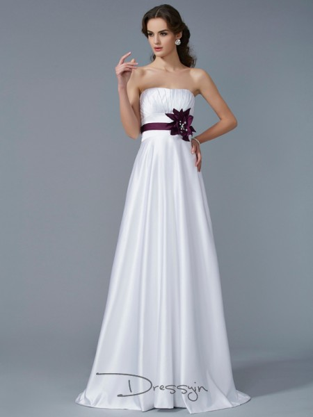 A-Line/Princess Sleeveless Strapless Hand-Made Flower Satin Long Dress