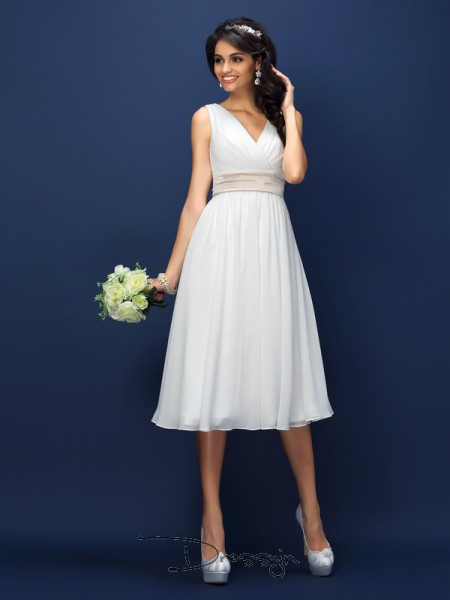 A-Line/Princess V-neck Sleeveless Chiffon Pleats Sash/Ribbon/Belt Knee-Length Bridesmaid Dress