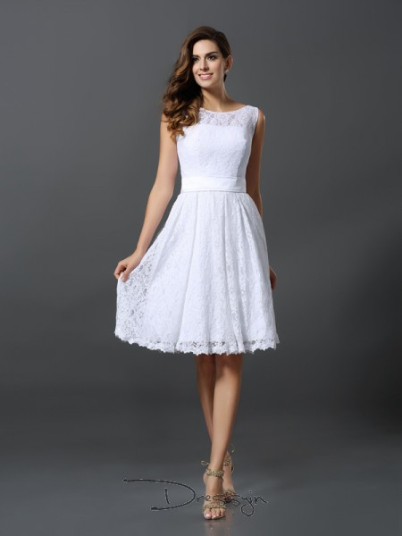 A-Line/Princess Scoop Sleeveless Lace Knee-Length Bridesmaid Dress