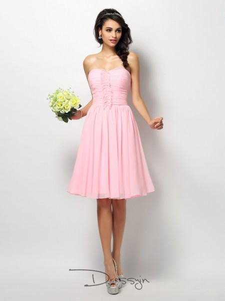 A-Line/Princess Strapless Sleeveless Chiffon Pleats Knee-Length Bridesmaid Dress