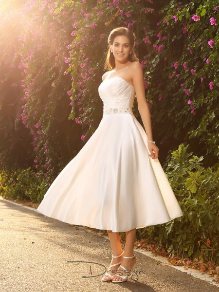 A-Line/Princess Sweetheart Sleeveless Beading Satin Tea-Length Wedding Dress