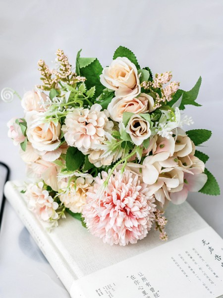 Free-Form Silk Flower Fashion Bridal Bouquets