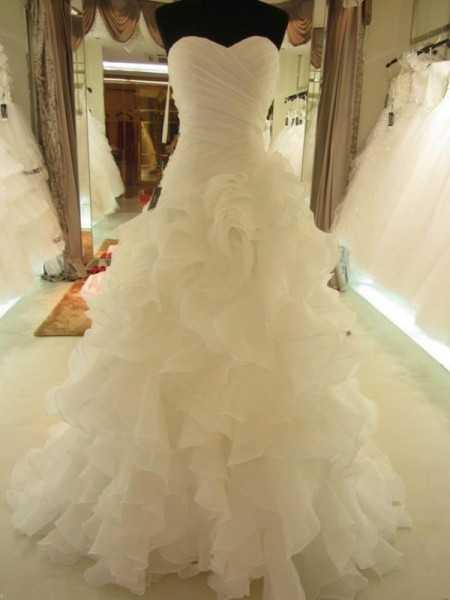 Ball Gown Sweetheart Sleeveless Ruffles Long Organza Wedding Dress