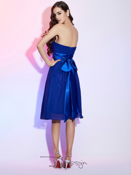 A-Line/Princess Sleeveless Strapless Bowknot Chiffon Silk like Satin Knee-Length Dress