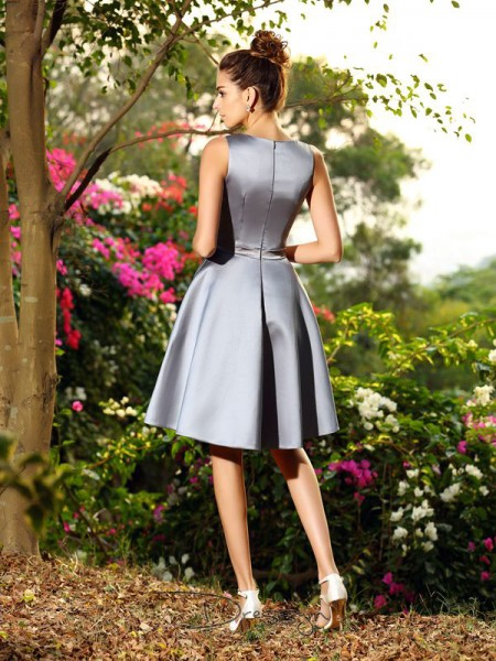A-Line/Princess V-neck Sleeveless Satin Ruched Knee-Length Bridesmaid Dress