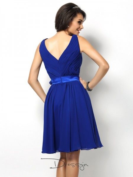 A-Line/Princess V-neck Sleeveless Chiffon Pleats Short Bridesmaid Dress