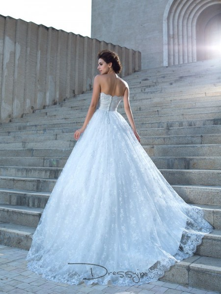 Ball Gown Lace Sleeveless Sweetheart Chapel Train Wedding Dresses