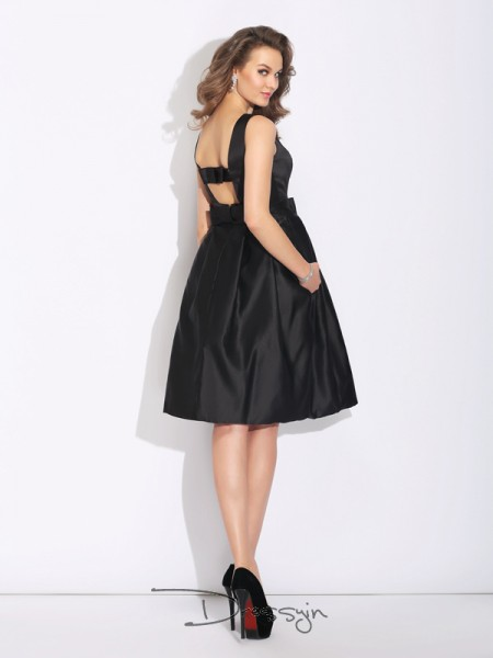 A-Line/Princess Satin Sleeveless Bateau Bowknot Short Dresses