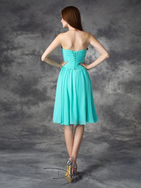 A-Line/Princess Chiffon Sleeveless Sweetheart Ruffles Knee-Length Plus Size Dress