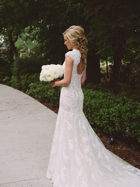 Sheath/Column Short Sleeves Applique V-neck Lace Court Train Wedding Dress