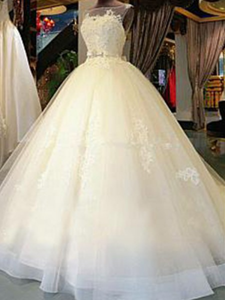 Ball Gown Sleeveless Applique Scoop Tulle Long Wedding Dress