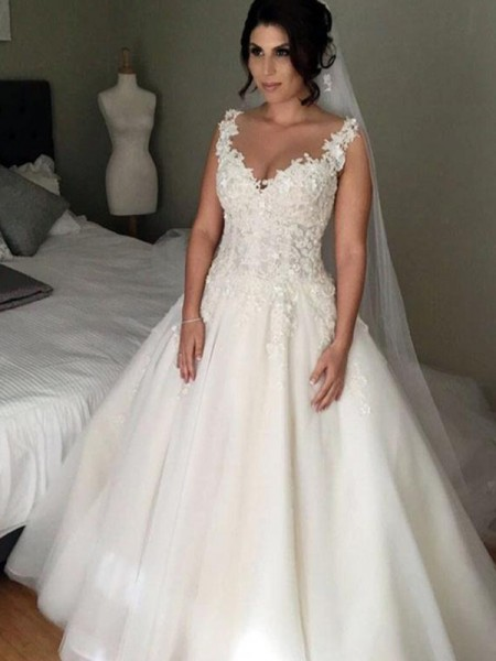 Ball Gown Sleeveless Applique V-neck Tulle Court Train Wedding Dress