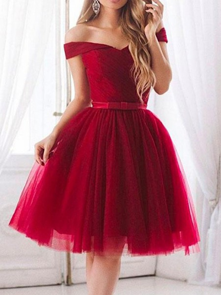 A-Line/Princess Off-the-Shoulder Sleeveless Ruffles Tulle Knee-Length Dresses