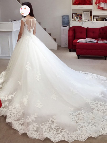 Ball Gown Bateau Sleeveless Applique Chapel Train Tulle Wedding Dress