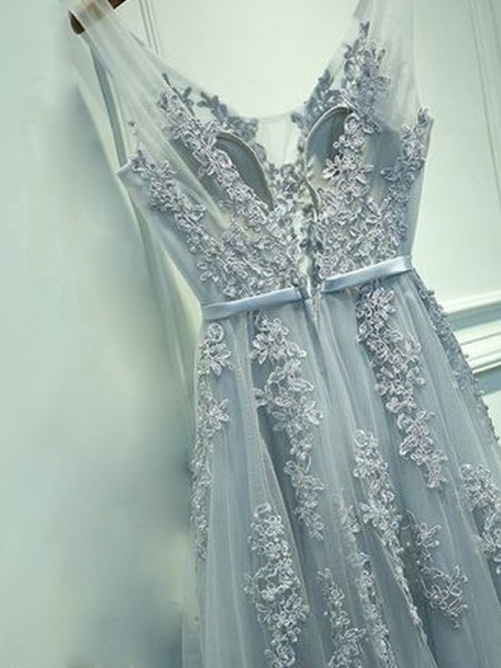 A-Line/Princess V-neck Sleeveless Applique Long Tulle Dress